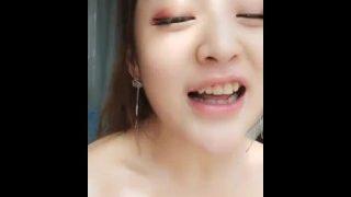 สาวจีนโชว์กล้องขาว..สวย..ชมพู.. chinese girl show on cam ,so nice